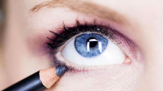 Astuce comment faire tenir son crayon kh l trendy mood - Comment faire son maquillage maison ...