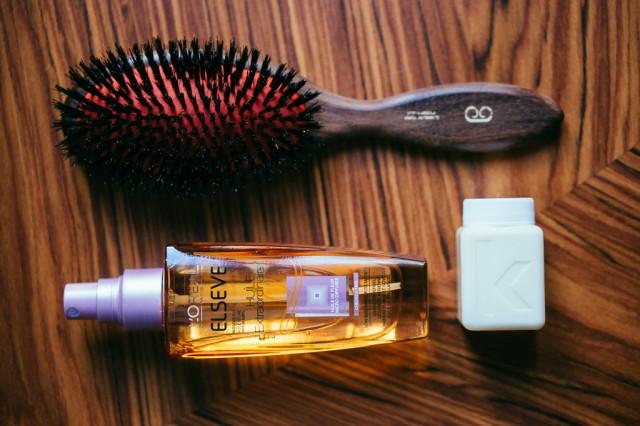 Brosse à cheveux + produits coiffants