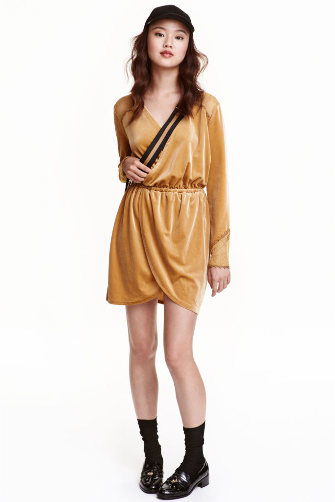 Robe en velours et dentelle moutarde H&M