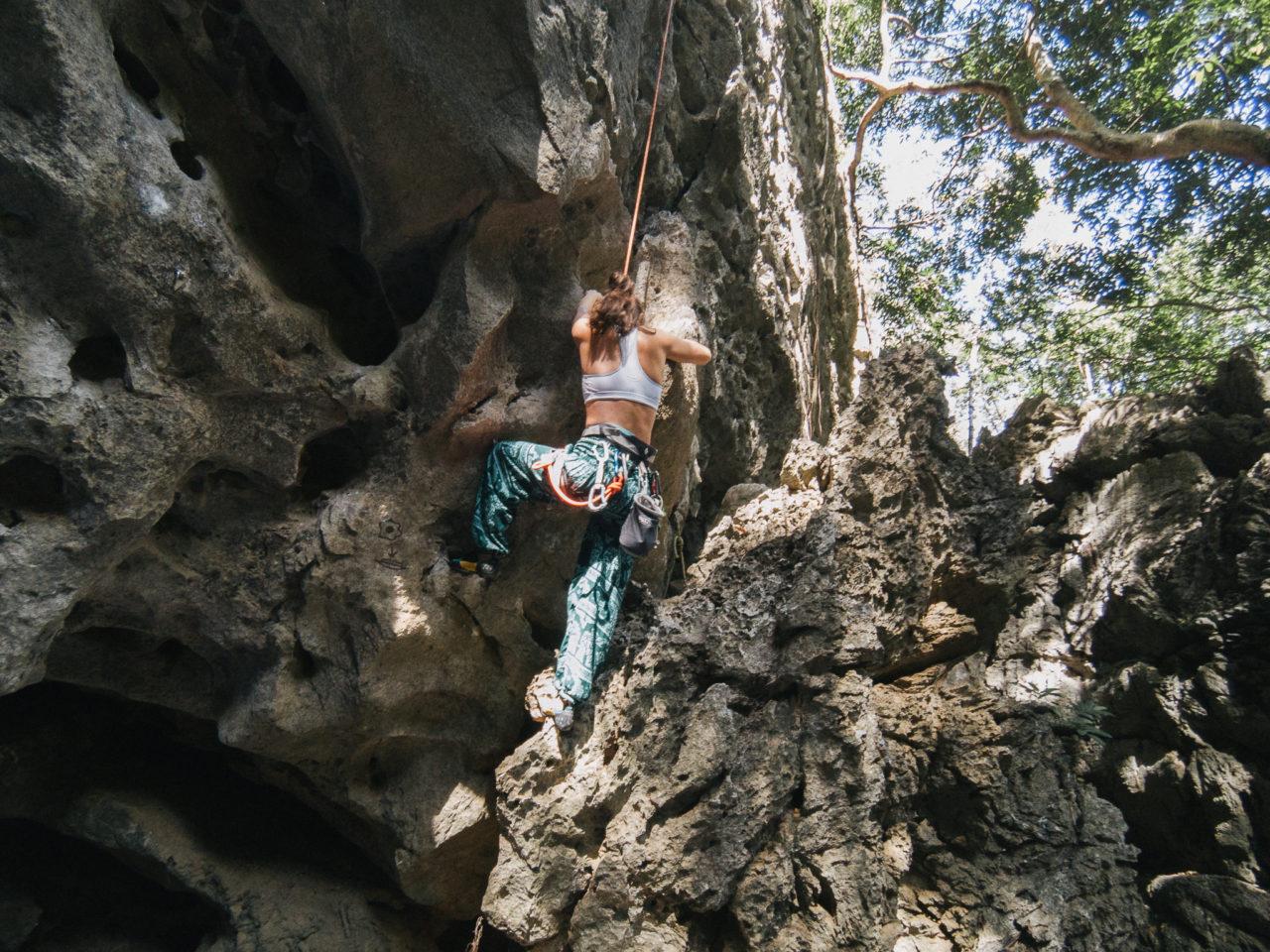 http://www.trendymood.com/wp-content/uploads/2017/03/Escalade-Grimpeurs-à-Thakek-Laos-4-1280x960.jpg