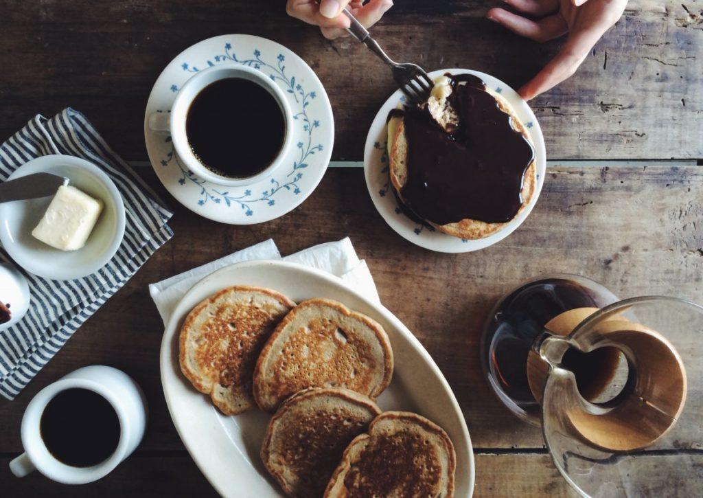 http://www.trendymood.com/wp-content/uploads/2018/05/Pancakes-petit-déjeuner-1024x725.jpg