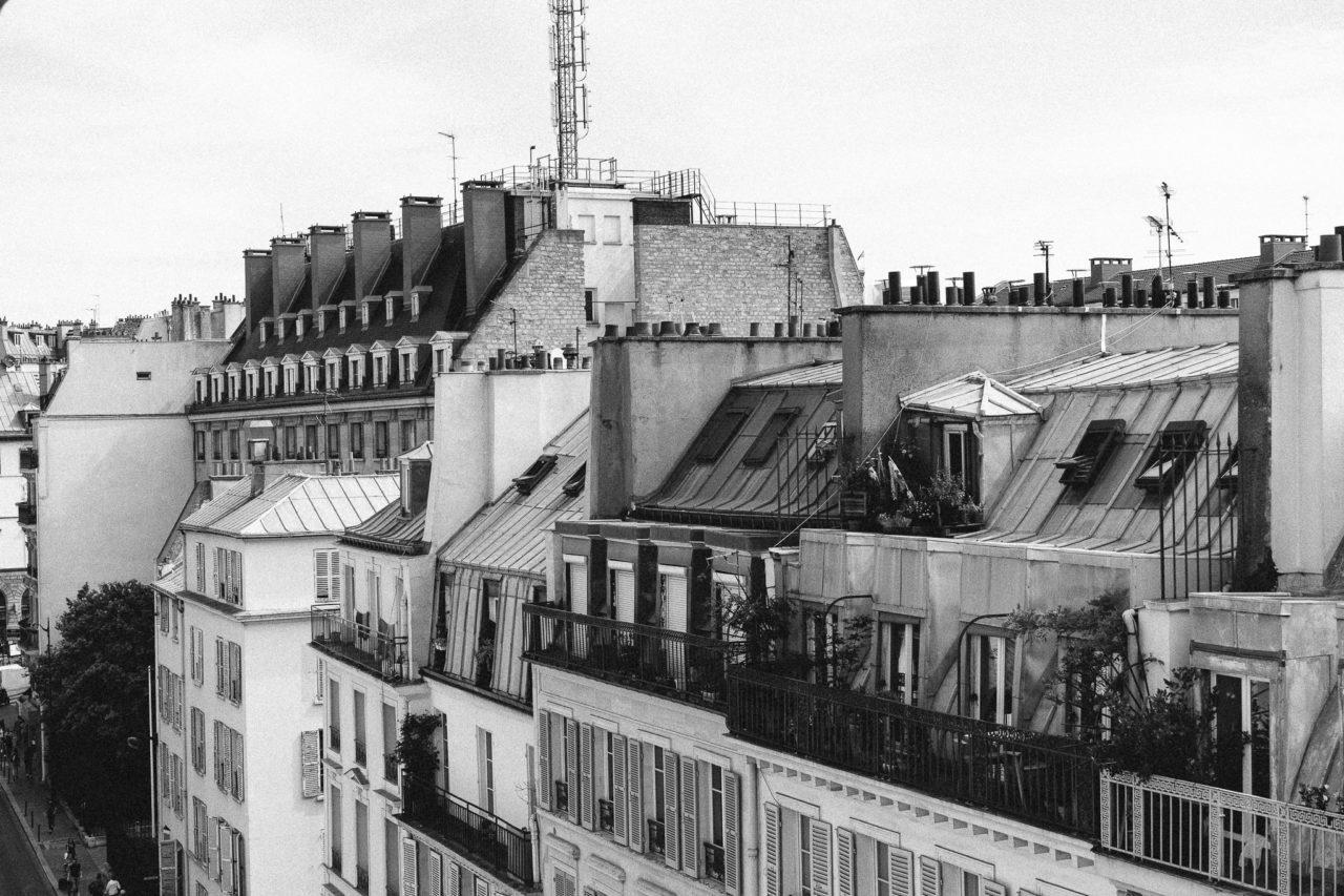 http://www.trendymood.com/wp-content/uploads/2018/09/Toits-parisiens-Photographie-Noir-et-Blanc-1280x853.jpg