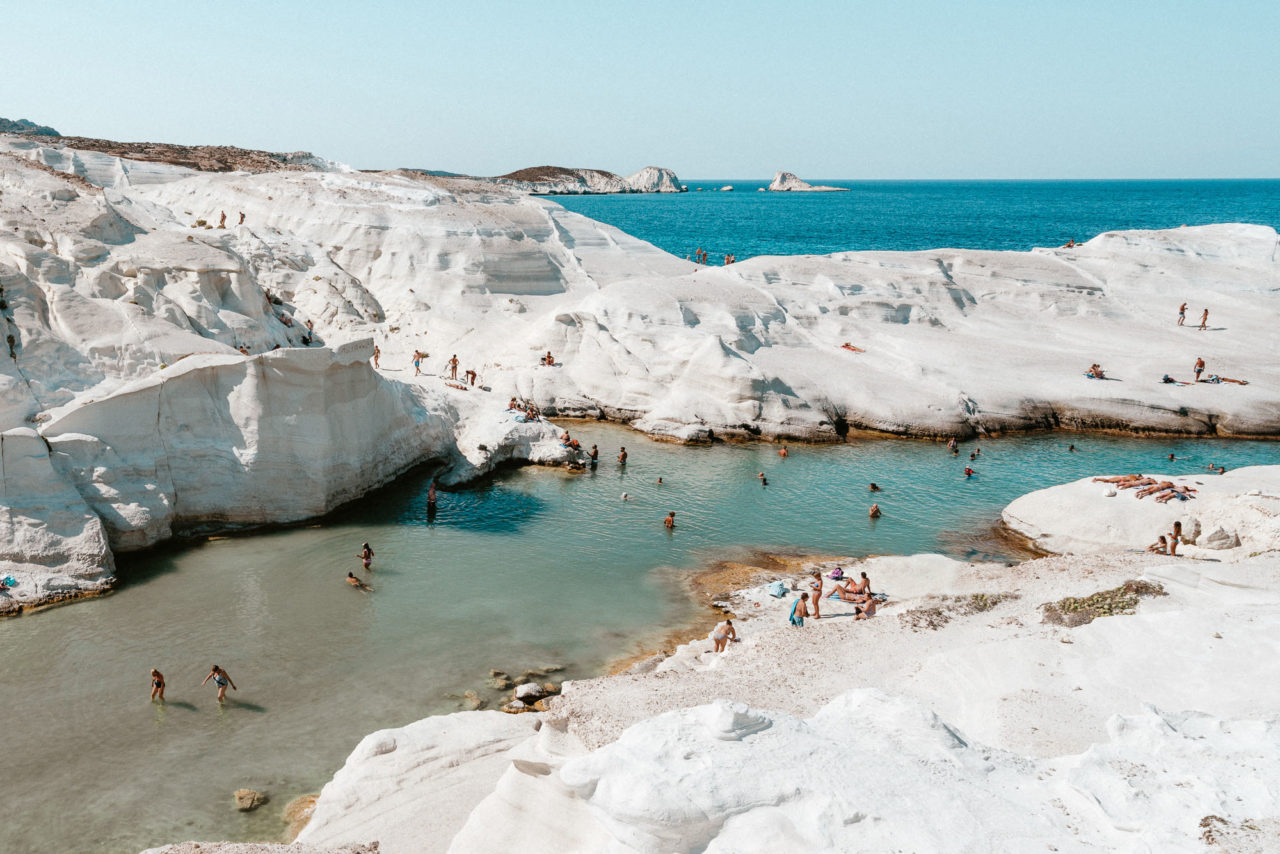 http://www.trendymood.com/wp-content/uploads/2019/04/Milos-Travel-Guide-Find-Us-Lost-2-1280x854.jpg